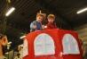 Foto 0022 PW 2014 Verven aan Piratenschip voor Kinderoptocht in de bouwhal 15-02-2014